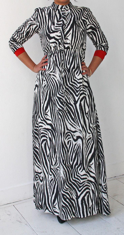 Islamitische mode. Zebra abaya dress www.moumina.com. Islamic fashion.
