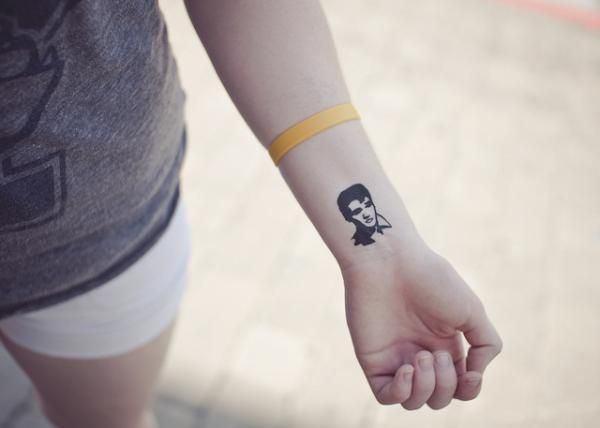 Elvis tattoo! ( i love Elvis ) I'd totally get this as a tattoo! maybe near my ankle( blue suede ,baby)
