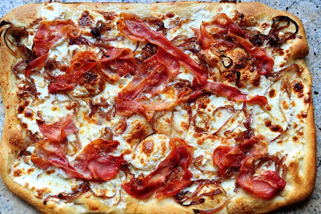 caramelized onion and prosciutto pizza..prosciutto..prosciutto..prosciutto..
