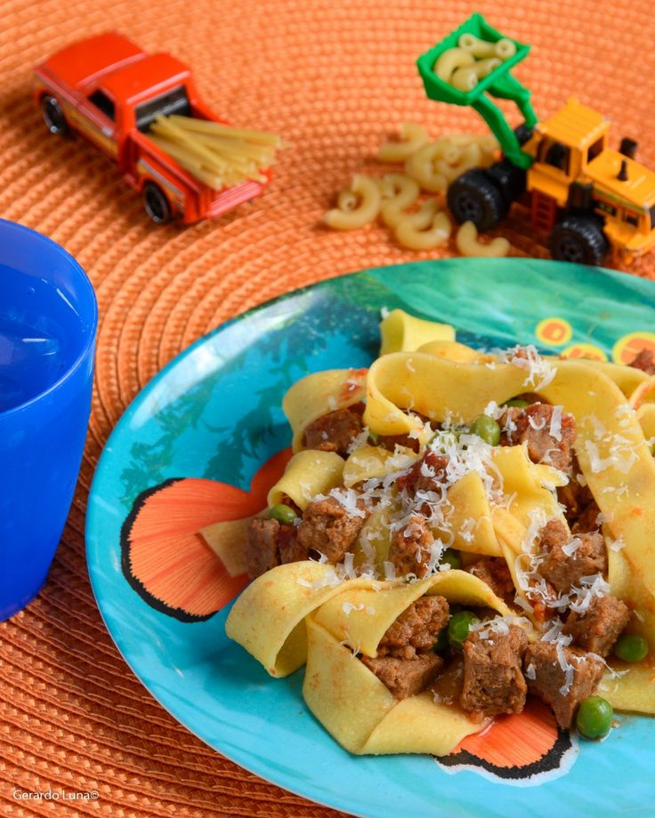 Leftover Meatloaf Pappardelle - Have some leftover meatloaf in the fridge? Give it a new, tasty twist with this meatloaf pappardelle recipe. Whip it up in less than 30 minutes! http://pastafits.org/pasta-recipes/leftover-meatloaf-pappardelle/