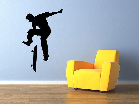 Skateboarder mur vinyle sticker graphique #1 garçons Bedroom Home Decor  Ce sticker va ajouter flair à n'importe quelle pièce de la maison spécialement pour les amateurs de planche à roulettes. Nous vous proposons que plusieurs tailles et formats personnalisés sont également disponibles sur demande.  ++++++++++++++++++++++++++++++++++ • DÉCALQUE INFORMATION ++++++++++++++++++++++++++++++++++ Taille est calculée à partir de fin à fin et/ou la largeur et la hauteur totale.  +++++++++++++++...