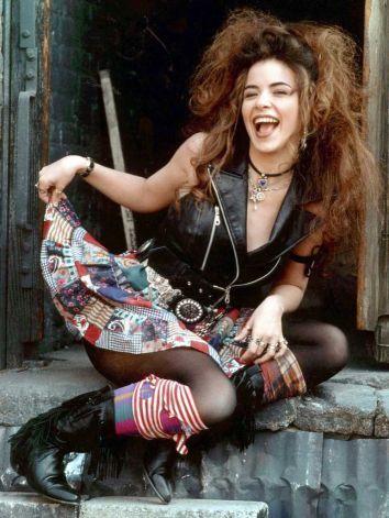 Gloria Trevi- A mi me gusta handar de pelo suelto! Loved her when i was a kid!!! And still... :)