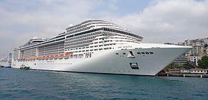 MSC Divina. Ιδιοκτησία & Διαχείριση: MSC Cruises. Παρθενικό ταξίδι στις 27/5/2012. 139.400GT ~ 333 μ.μ. ~ 37,98 μ.πλάτος ~ 66,81 μ.ύψος ~ 18 κατ/τα ~ 23knots ~ 3.959 επ. ~ 1.325 α.πλ.