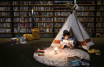 I wish i can have this kind of place at my place. Tones of books at bookselves and secret&quiet place only for myself.