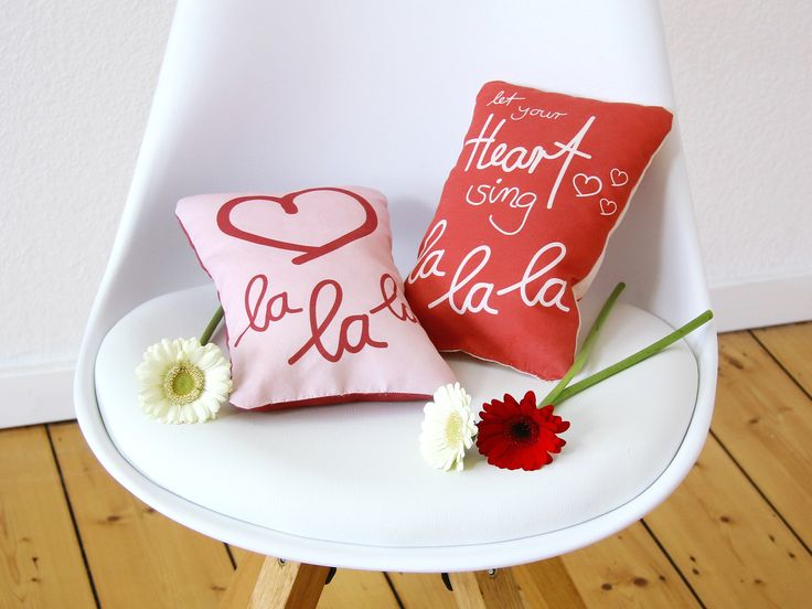 Wise sayings, beautiful words, mood enhancers and purposeful phrases - with the Prym creative fabric for printing you can sew your own statement cushion in no time. So that your first attempt not only has a feel-good guarantee, but also...