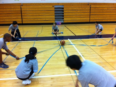 Cooperative Games with 7th and 8th grade | Find more PE teaching ideas at Aura Fitness http://getfitwithfitz.blogspot.com.es/2012/02/cooperative-games-with-7th-and-8th.html