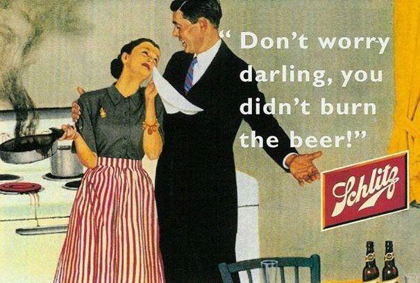 """""""No te preocupes cariño, no quemaste la cerveza"""" más machista que este anuncio es difícil."""