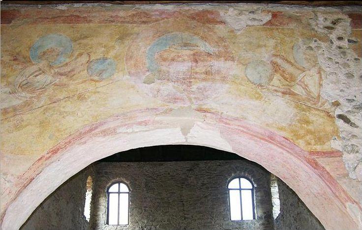 Chiesa di Santa Maria foris portas, Castelseprio, Lombardia. Gli affreschi del IX-X secolo. Alcuni studiosi (anche Lasarev) li attribuiscono al VII – VIII secolo, collegandoli agli affreschi di Santa Maria Antiqua a Roma. Angeli e Etimasia