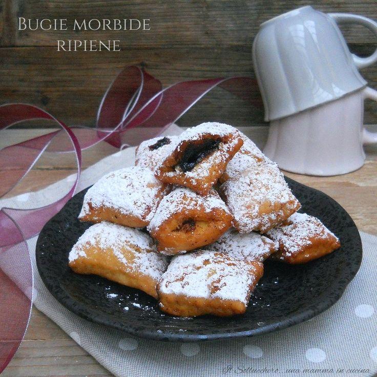 In Romagna le bugie o crostoli, sonofarcite con crema pasticcera, confettura di prugne o mostarda bolognese, fritte e gustate appena si raffreddano.