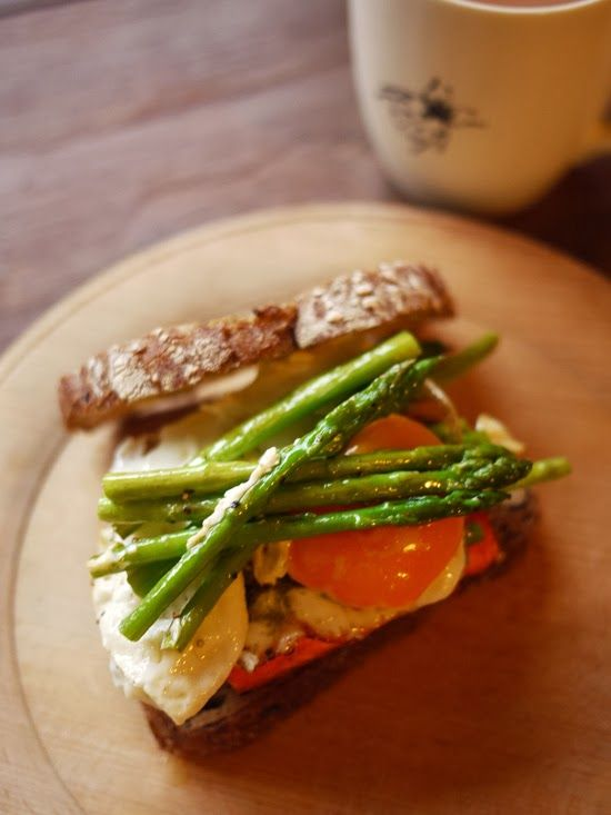 What I ate this morning: 2014/02/04 asparagus, salmon & egg sand