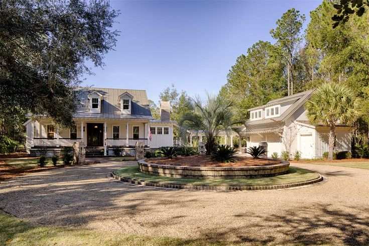 View this luxury home located at 82 Greenleaf Road Bluffton, South Carolina, United States. Sotheby's International Realty gives you detailed information on real estate listings in Bluffton, South Carolina, United States.