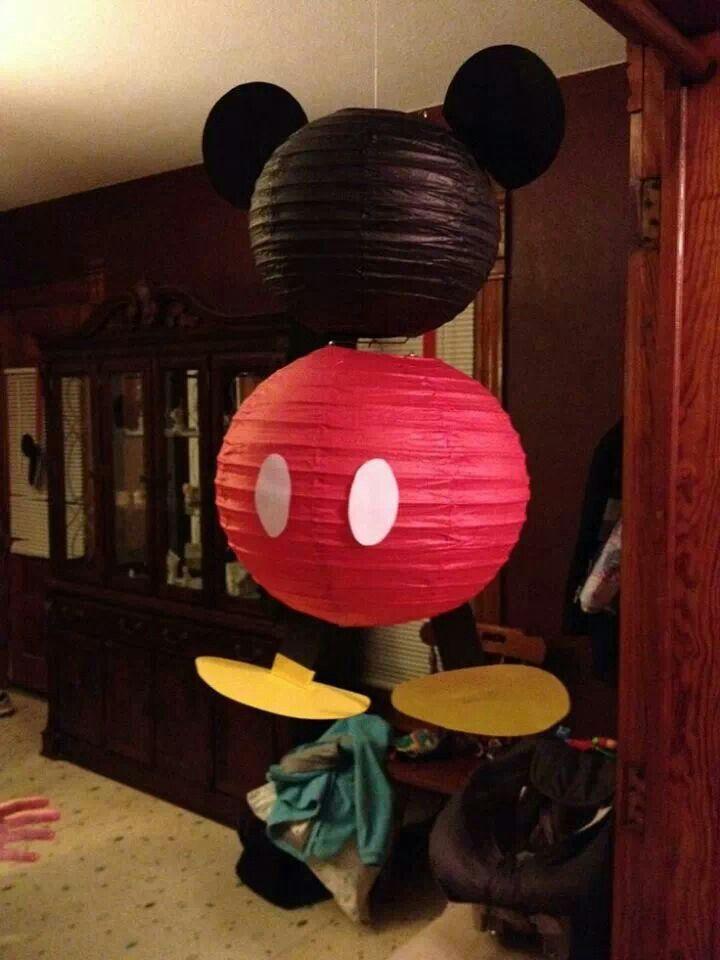 Mickey mouse hecho con globos chinos y cartulina. #FiestaMickeyMouse