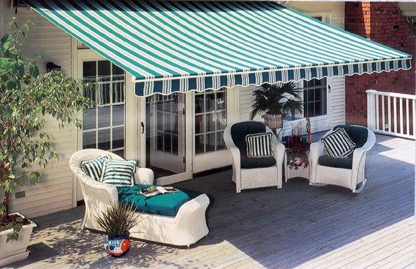 Kanopi kain sunbrella untuk teras belakang rumah