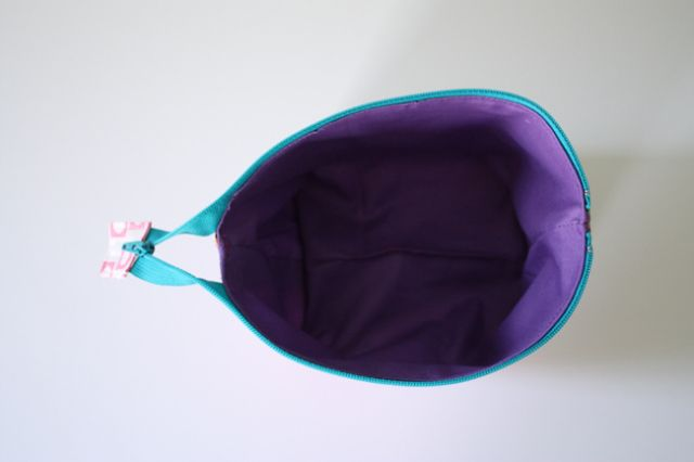 Noodlehead   open wide zippered pouch: DIY tutorial tutorial sewing tutorials bags wallets zips