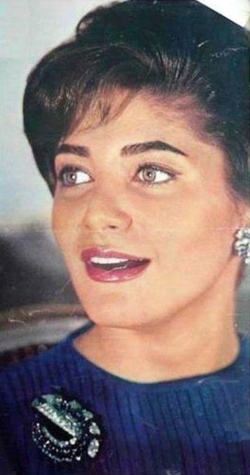 . Şehnaz Pehlevi 27 Ekim 1940 tarihinde Tahran'da doğdu O Muhammed Rıza Pehlevi'nin tek çocuğu ve onun ilk eşi Prenses Fawzia [2] [3] Anne tarafından dedesi Kral Fuad Ben ve Mısır Kraliçesi Nazlı idi.; ve onun baba dedesi Rıza Şah Pehlevi ve İran Kraliçesi Tadj ol-Molouk idi. Ve son Mısır Kralı Fuad II böylece kuzeni -. Ayrıca Mısır Kralı Faruk'un Ben yeğeni olduğunu  nedenle, onun soy içerir Çerkez , Farsça , Fransızca , Arnavutça , ve Azerice.