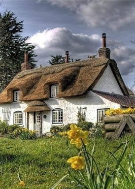 22 peaceful cottage designs that seem like taken from a fairy tale world - Thatch Roof Designs