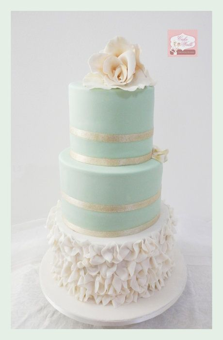 Mint Green Bliss - by Cakewalkuae @ CakesDecor.com - Mint and gold together always looks pretty to me.  Curious as to the bottom layer, however.  ᘡηᘠ