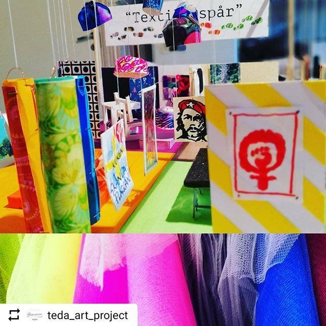"""#Repost @teda_art_project with @instatoolsapp  Antikmässan Stockholm 15-18 februari.  I år blir det en ny utställning """"Textila Spår"""" där vårt favoritämne textil står i centrum. Det är @latapigan och @teda_art_project som har designat utställningen. Mässan uppmärksammar @saaxsaax bok """"Tyger vi minns"""". Den är nominerad i Antikmässans Collectors Awards för årets bästa bok. Gå in på @antikmassan och ge feedback. Vi vill absolut att Saras bok ska vinna!"""