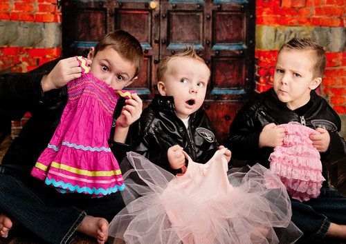 Gender Reveal Photo with older siblings. Such cute facial expressions! -- God help me if I have 4 children, but I love the idea/concept of this picture