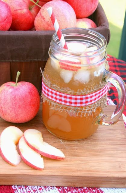 Sparkling Apple Cider - a great non-alcoholic drink to make for kids for Thanksgiving!