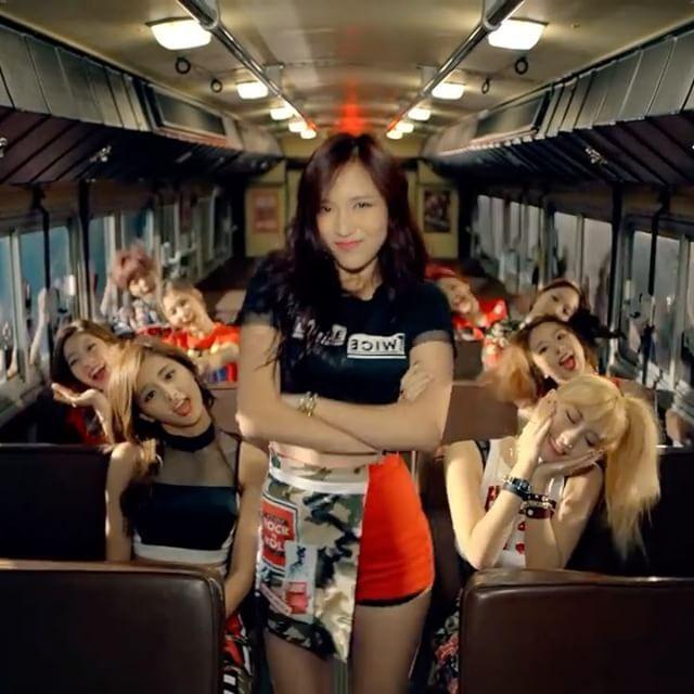 Who: Mina (Twice) Song: Ooh Ahh하게 Like Ooh Ahh  {#jihyo #chaeyoung #sana #momo #mina #tzuyu #jeongyeon #dahyun #nayeon #twice #jyp #fancam #kpop #dance #oohahh하게 #지효 #채영 #사나 #모모 #미나 #쯔위 #정연 #다현 #나연 #트와이스 #직캠 #샤샤샤 #우아하게 #춤 #귀여워 }