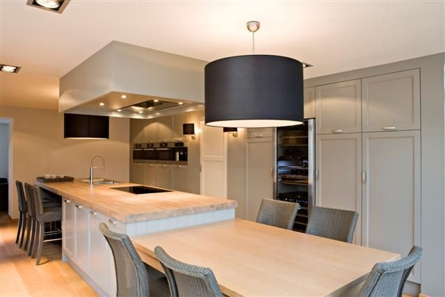 clean lines and colours for a contemporary kitchen