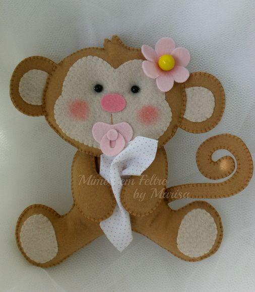 Linda macaquinha bebê com chupetinha em feltro, fraldinha e aplicação de florzinha na cabeça. Uma gracinha para decorar o quartinho da sua bebê, ou até mesmo uma festinha com o tema safári. R$ 23,00