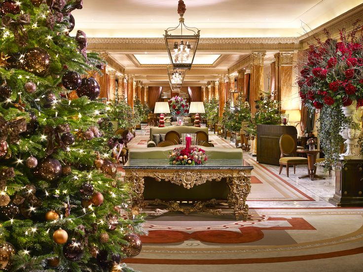 The Promenade At The Dorchester Decked Out In Festive