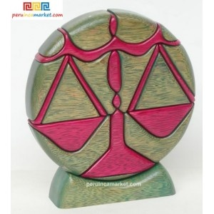 Wooden sculpture - Libra zodiac handcarved from ishpingo Amazon wood. Peruvian artwork. US $ 48.00 free shipping from peruincamarket