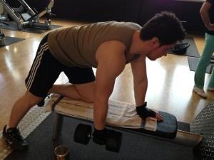 #kurzhantel_rudern #bodybuilding #rueckenuebungen  http://bodybuildingtrainingsplan.net/einarmiges-kurzhantel-rudern/