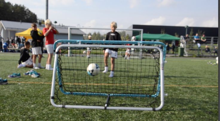 Palautuseinät soveltuvat jokaiseen pallolajiin tehden treenaamisesta hauskaa.   Tutustu: http://www.tasapeli.fi/category/45/palautusseinat