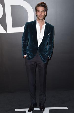Jon Kortajarena: Il incarne en ce moment «L'Homme Idéal» pour la nouvelle fragrance masculine de Guerlain, Jon Kortajarena est l'un des mannequins hommes les plus demandés. Égérie d'un nombre incalculable de marques depuis le début de sa carrière en 2004, l'Espagnol s'est aussi essayé fin 2009 à la comédie en apparaissant dans «A Single Man», film récompensé du styliste Tom Ford.