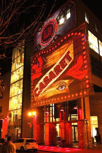 Fascinoscope - Le Centre de design de l'UQAM offre des représentations de cabaret de type Moulin Rouge. Conception: Lüz Studio, crédit: Cindy Boyce.
