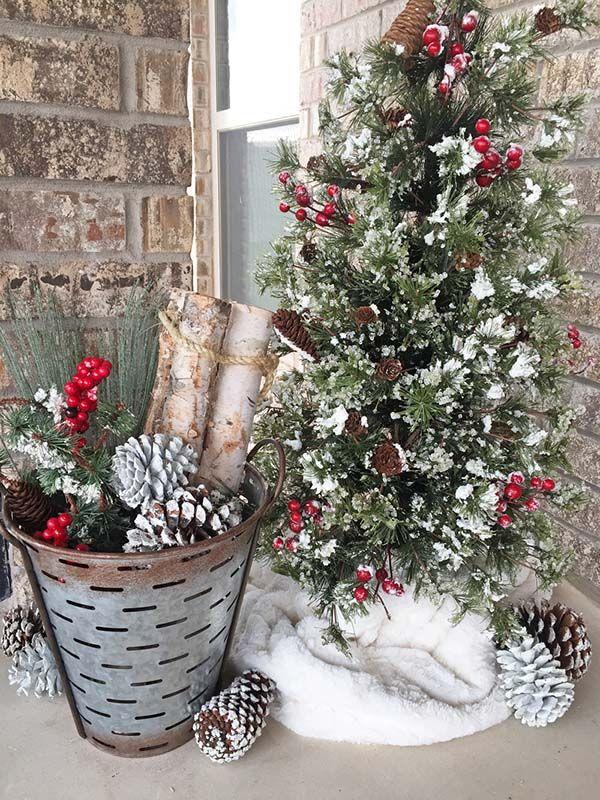 29 Fresh Farmhouse Christmas Decor Ideas Front Porch Christmas Decor Farmhouse Christmas Decor Christmas Porch Decor