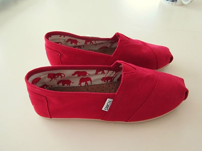 On Ebay, NEW size 8.5 Toms for women