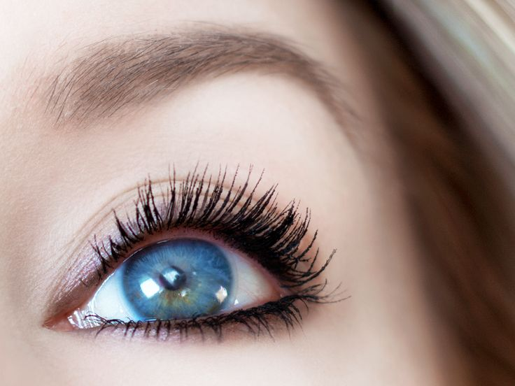 6 najciekawszych jesiennych trendów w makijażu: Rzęsy w rozmiarze XXL