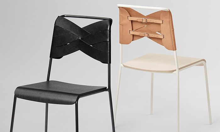 Švédka navrhla židli Torso s koženým korzetem