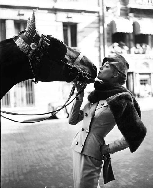 Fiona Campbell Walter with the Hackney Horse, pour ELLE Winter Collection Marc Bohan, Paris (1953)