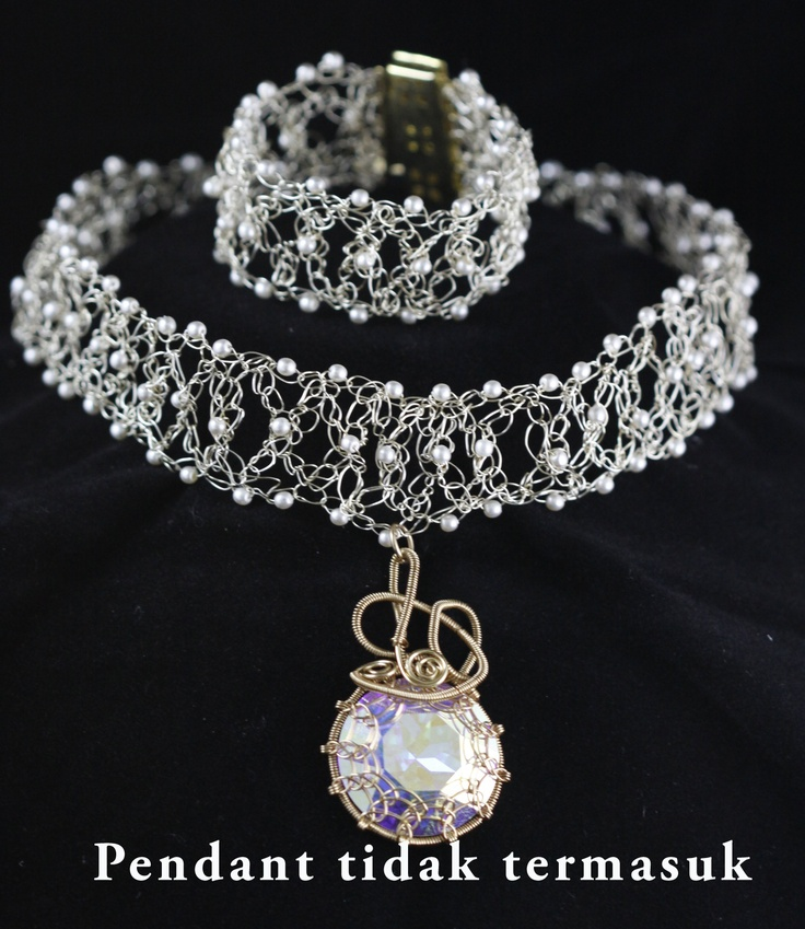 Create a pair of choker style necklace with a bracelet . Pendant is not included but can be learned by taking Wire Work 1 class. Fee for this class Rp 220.000