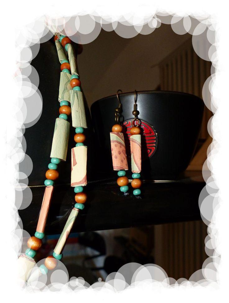 Collana e orecchini con carta da parati riciclata e vecchie perline di legno - Carmen Benelli