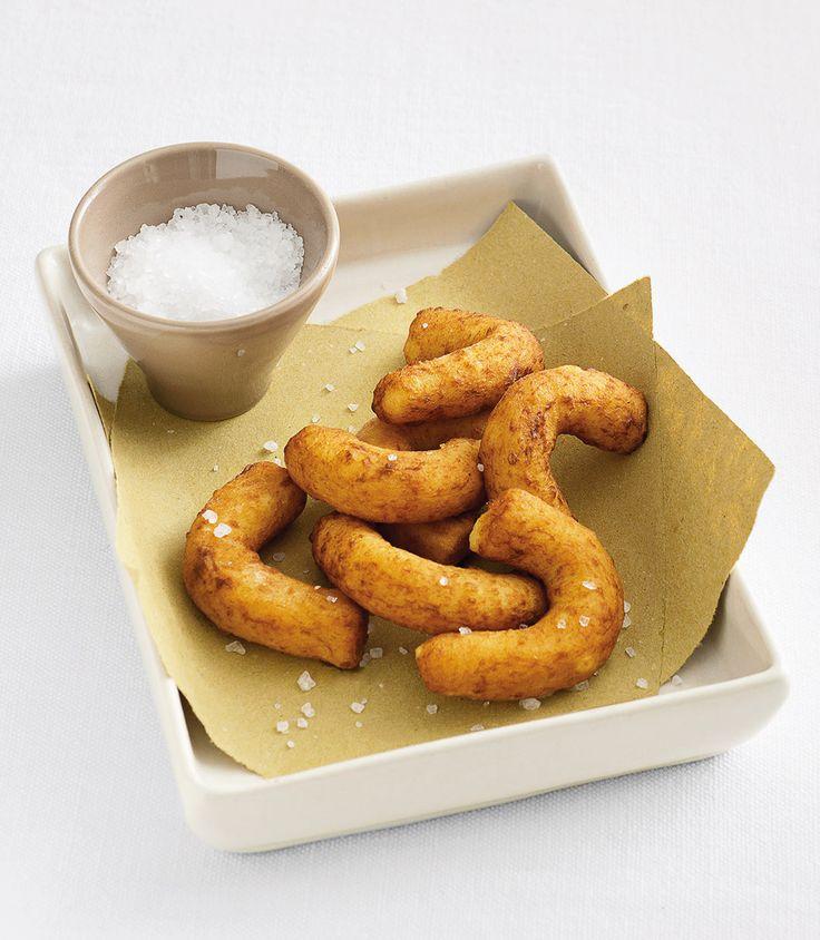 Dall'impasto simile a quello degli gnocchi, ecco dei bastoncini stuzzicanti e di antica origine. Scopri la ricetta dei chifeleti de patate di Sale&Pepe.