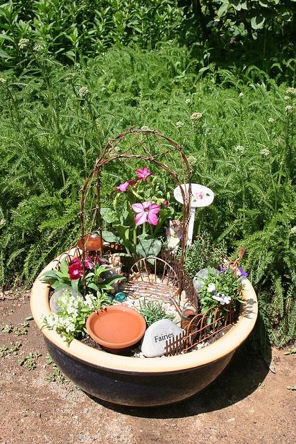 mini gardenModern Gardens, Gardens Ideas, Green Thumb, Minis Gardens, Fairies Gardens, Fairies House, Mini Gardens,  Flowerpot, Miniatures Gardens