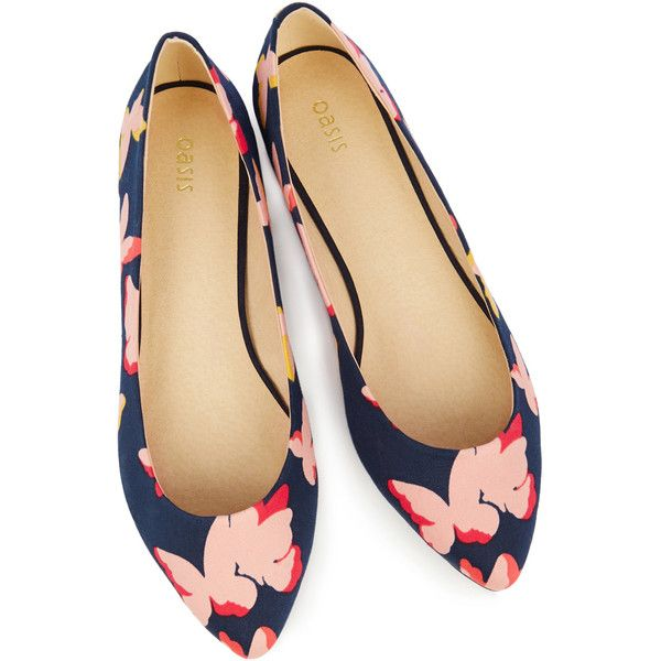 OASIS BUTTERFLY PRINT FLAT POINT (19,600 KRW) ❤ liked on Polyvore featuring shoes, flats, oasis shoes, flat pumps, pointy-toe flats, flat pointy shoes and flat shoes