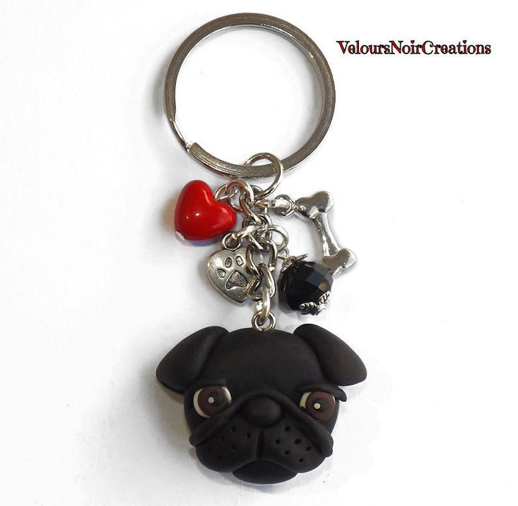 Portachiavi con carlino nero in fimo, by Velours Noir Crèations, 16,00 € su misshobby.com