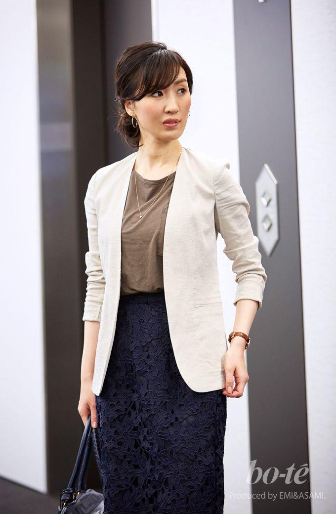 【bo-te】ジャケットとブラウンのTシャツとネイビーのスカートを使った5月19日のレディースコーディネートを紹介するページ|ノーカラージャケットとレースのタイトスカートで女性らしくきめたお仕事コーデ