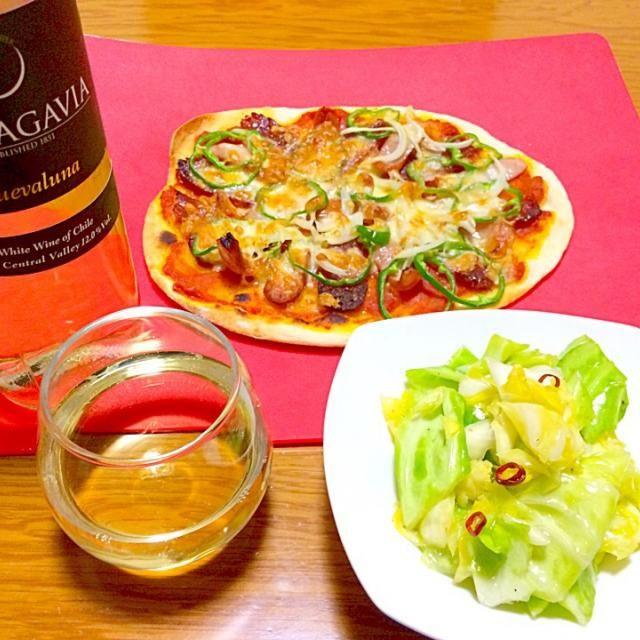 フライパン〜魚焼きグリルで焼いたピザ『ソーセージとサラミのピザ』とクックパッド・レシピで作ったキャベツのピクルス  ワインは長野県のスーパーマーケット、ツルヤで買った激安ワイン。 これで398円はあり得ない美味さです - 111件のもぐもぐ - 俺はイタリアン 3 完成 by furyu