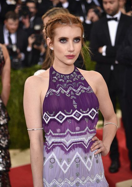 """Emma Roberts Photos - Actress Emma Roberts attends the """"Manus x Machina: Fashion In An Age Of Technology"""" Costume Institute Gala at Metropolitan Museum of Art on May 2, 2016 in New York City. - 'Manus x Machina: Fashion In An Age of Technology' Costume Institute Gala - Arrivals"""