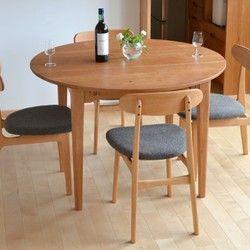 <受注生産品>テーブルって、どこまでいっても基本は、「一枚の板と4本の脚」の組合せなんですね。  シンプルな道具は、それだけ生活に、家族にとって必要な証、でも、空気のようにあって当たり前で普段は気づかないくらい、そこにあるもの。    家族にとってのテーブルってそんなものである気がする。家具工房つなぎの初めてのテーブル。-----------------------------------------------------------------------------------------------テーブル S-001- <大きさ> …