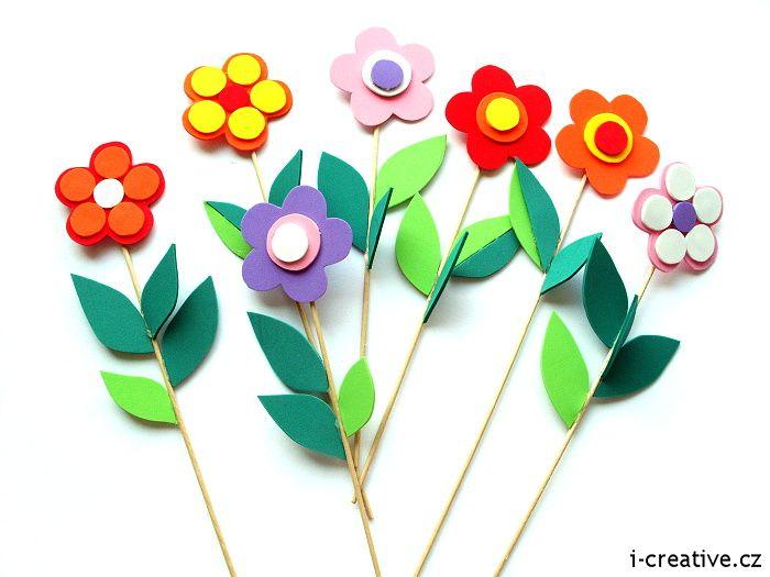 http://www.i-creative.cz/2008/06/09/rozkvetla-zahradka/ Moosgummi foam flowers. Moosgummi květiny.