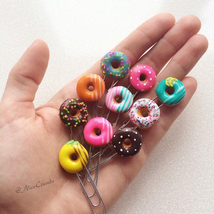 My kids on a palm!  Clip bookmarks are perfect for books and notebooks, and a wonderful donut shape reminds that of all need to take a break!  Скрепки закладки прекрасно подойдут и для книг, и для блокнотов, а чудная форма пончика напомнит о том, что во всем нужно делать перерыв! #nicecrumbs_clips  #скрапбукинг #скрап #скрапмир #miniaturefood #закладкадлякниг #закладка #закладкиручнойработы #закладки #полимернаяглина #полимерная #пончики #donuts #donut #polymerclay #fimo #fimoclay #miniature…